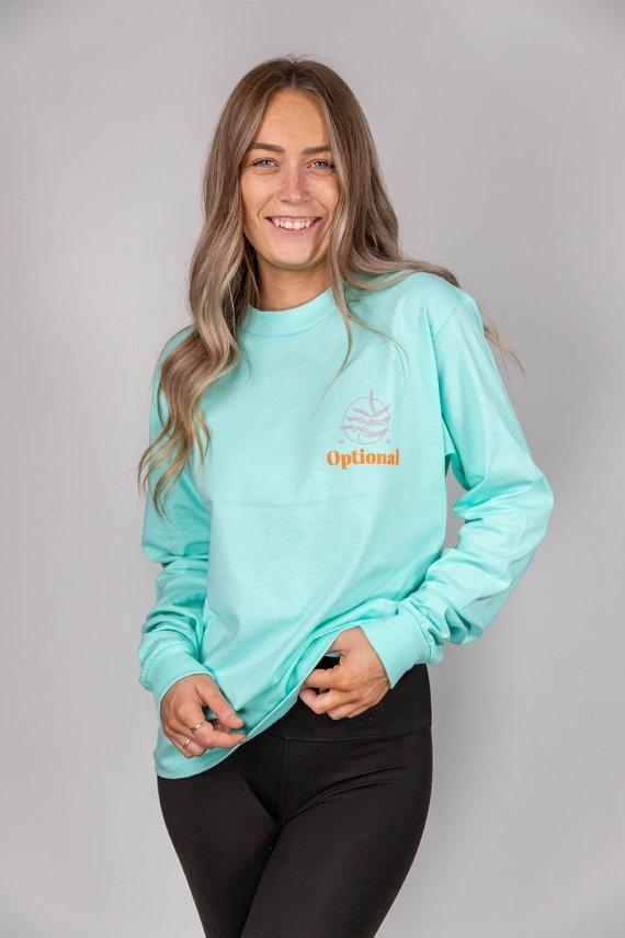 Jeune femme portant un nouveau long sleeves optional clothing