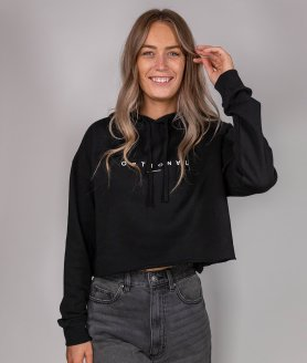 Jeune femme portant un nouveau crop top hoodie Optional Clothing