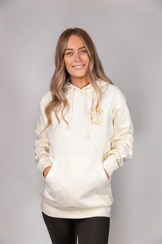 Jeune femme portant un nouveau hoodie optional clothing