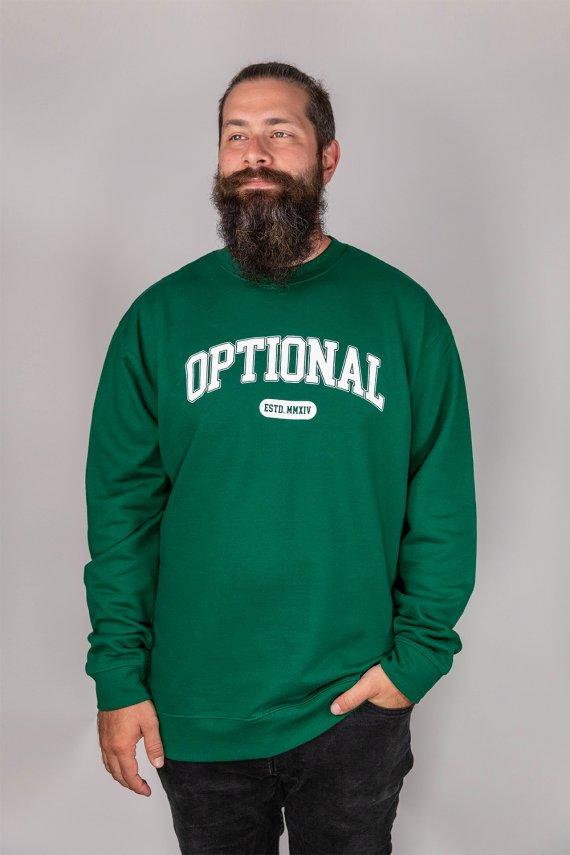 Jeune homme portant un nouveau crew neck optional clothing
